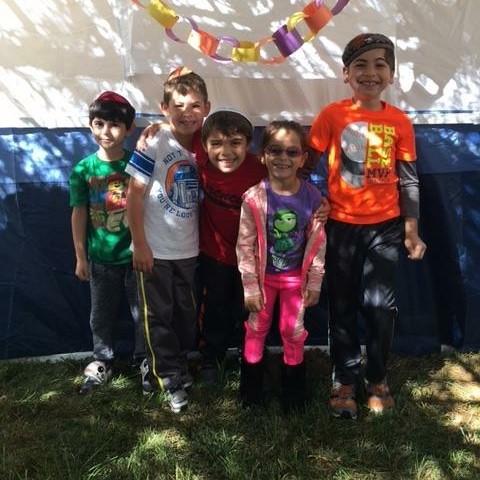 kids in sukkah